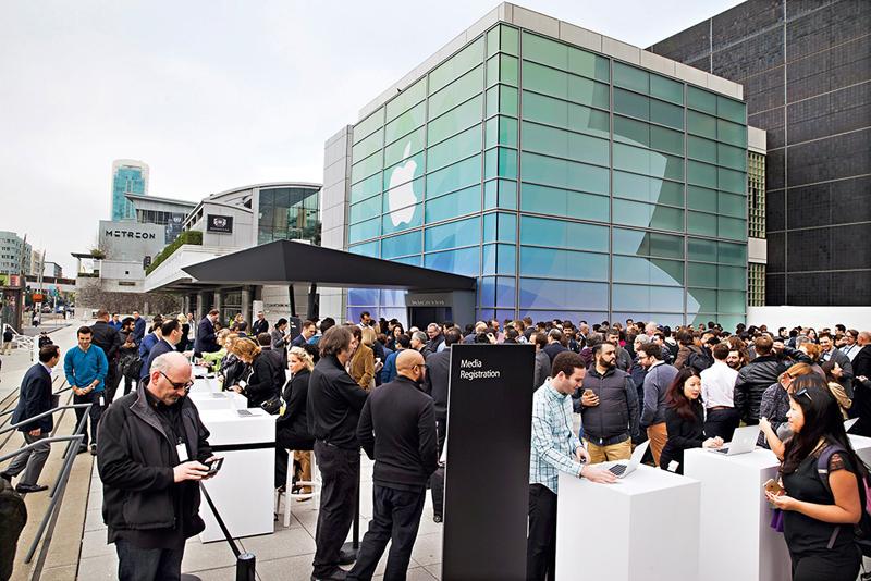 活動結束現場隨即變成露天展示場,展示蘋果最新科技