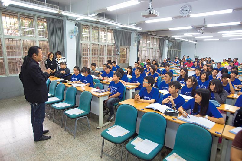 數學補教名師陳立每周六固定在偏鄉教課