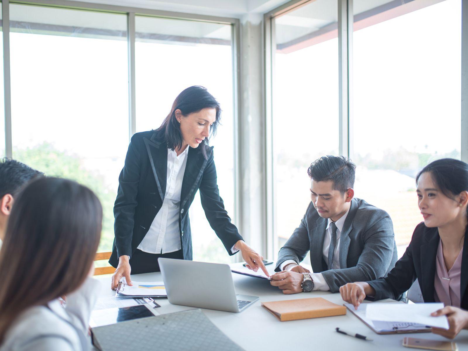 主管授權錯了,會讓下屬感到挫敗;適當的授權,才能提高團隊的效率和信心