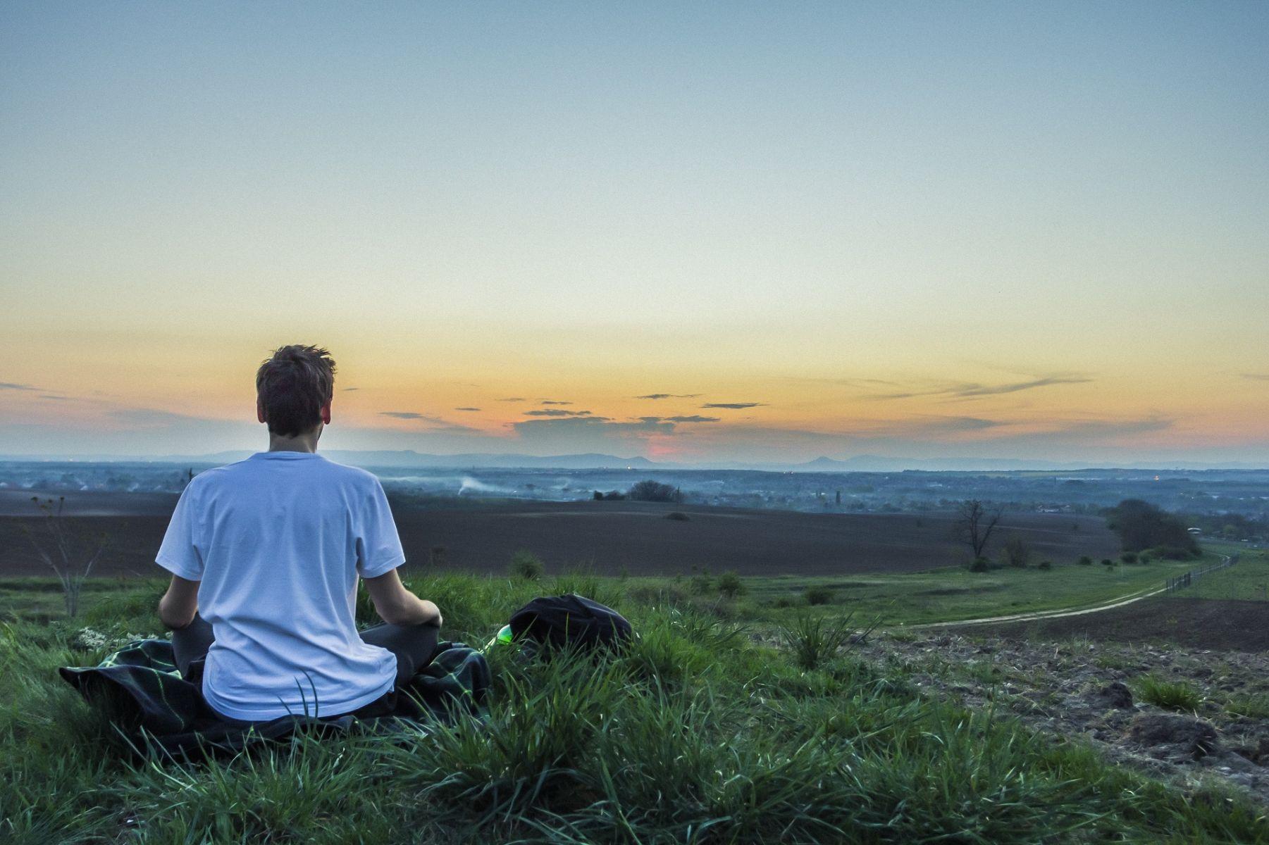 移動中也能嘗試正念冥想,負能量退散