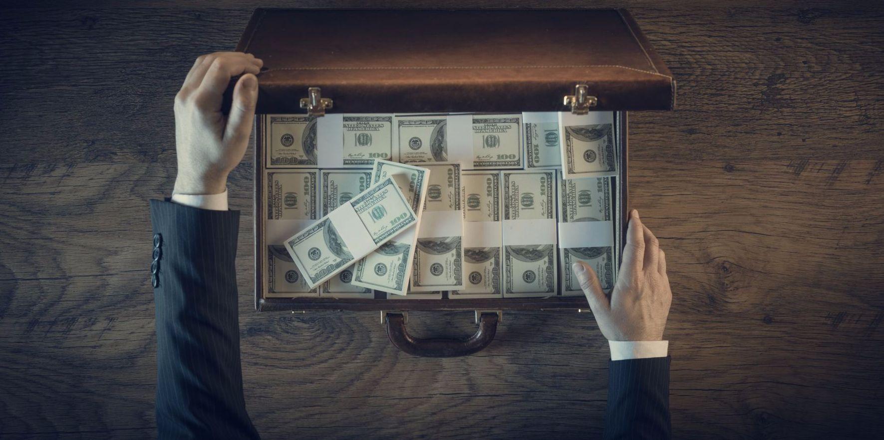 一卡皮箱走天下  為何台灣中小企業成了國際洗錢要角?