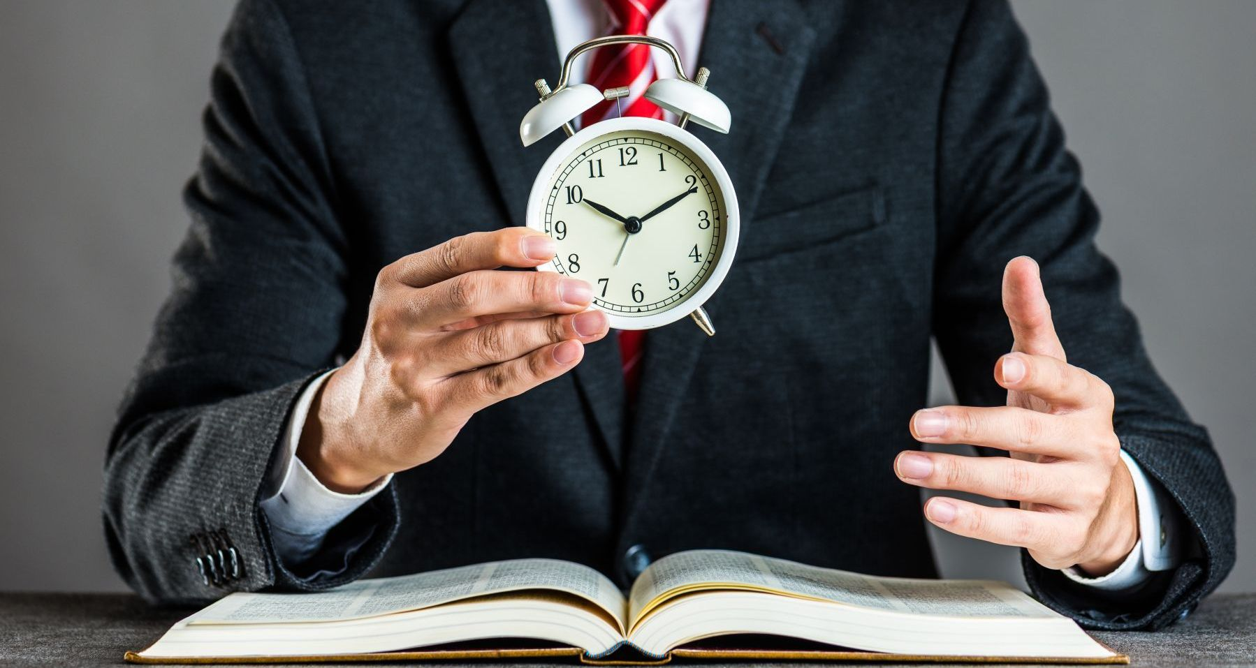遲到是「扣薪」還是「不計薪」,是否公司內規怎麼寫就要怎麼扣款呢?