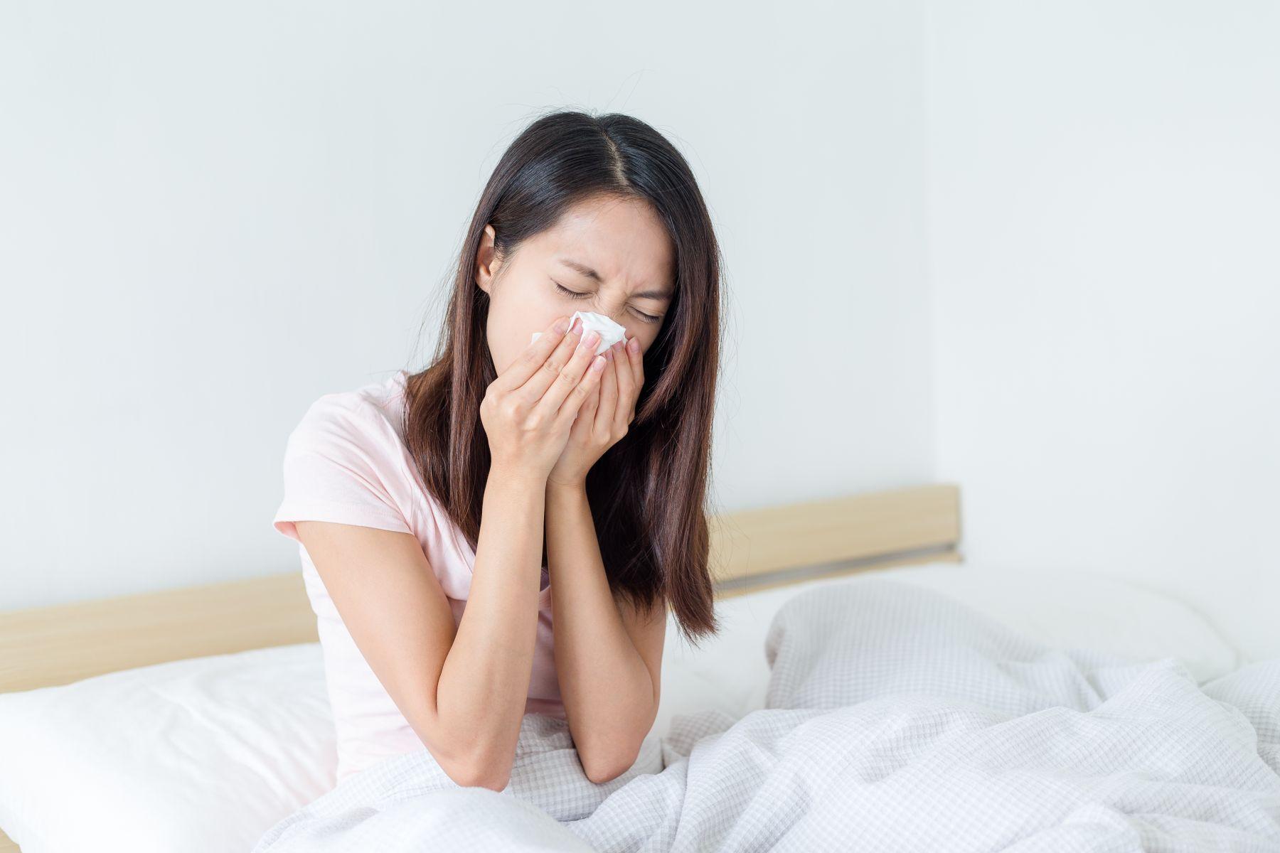 同仁去沖繩旅行得了傳染疾病,在強制隔離治療期間,員工可以請公假嗎?