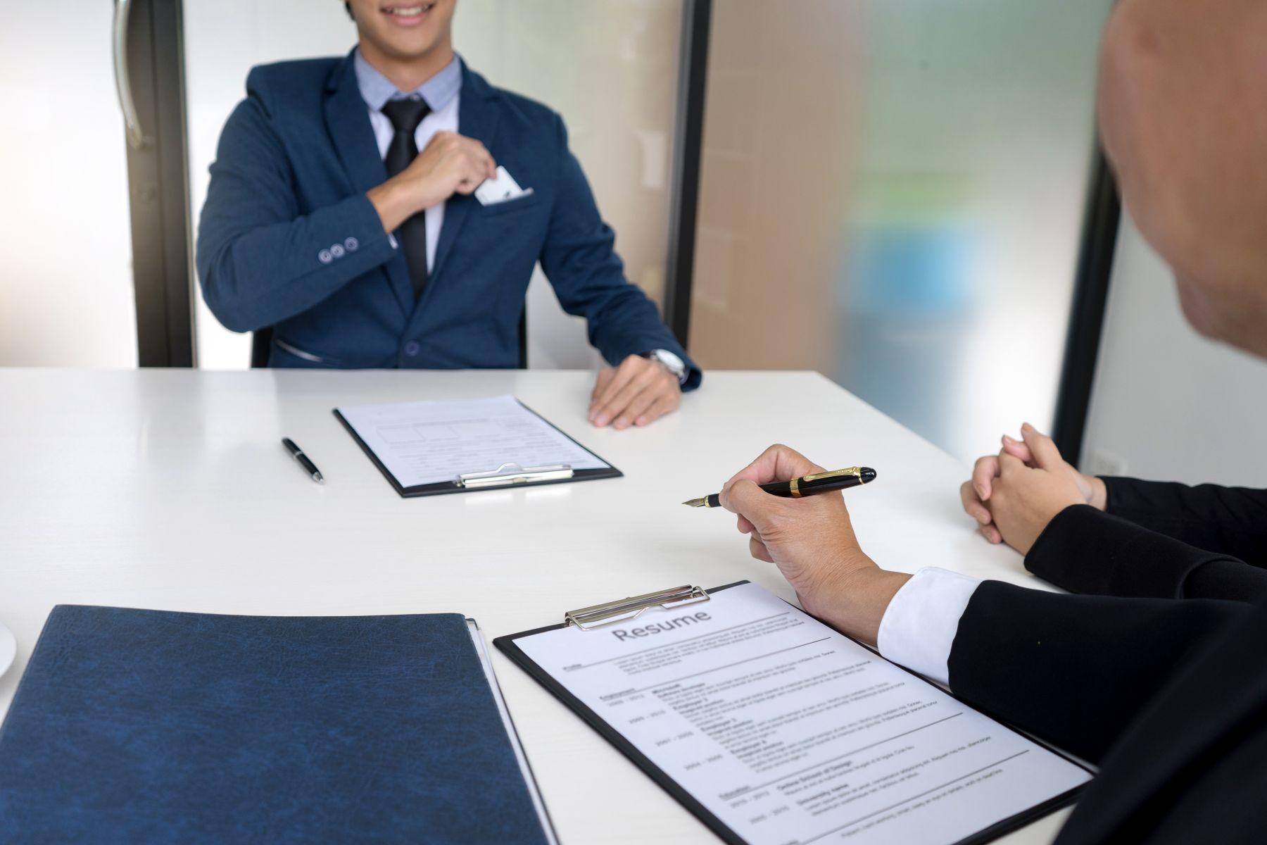 勞基法中沒有規定的「出勤異常通知」,這在實務上到底要怎麼做呢?