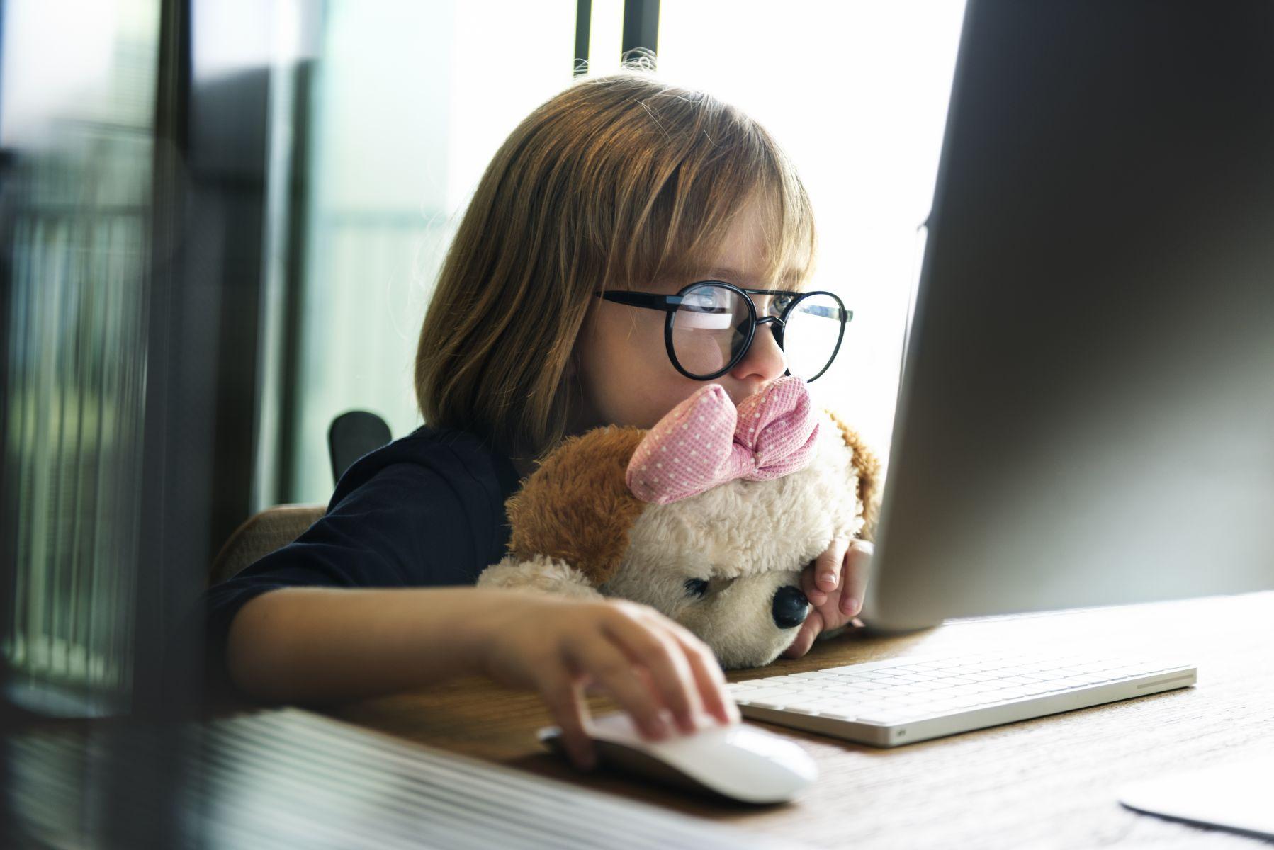 孩子總是在你準備好之前長大!父母該如何處理孩子網路交友問題?