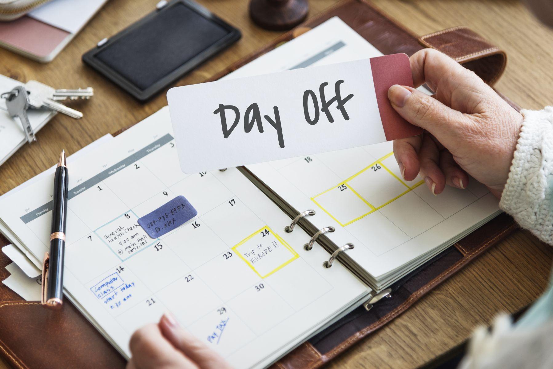 員工離職前將特別休假7日完全使用完畢,企業想要依比例扣薪資,問題點在哪裡?