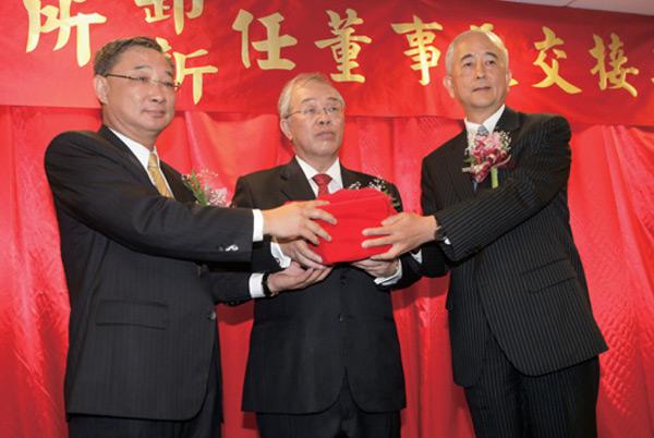 蔡慶年(右)