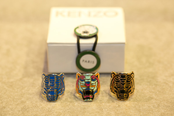 Kenzo的虎頭造形戒指。
