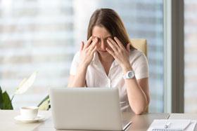 眼睛肌肉疲勞是導致「螢幕眼」的原因