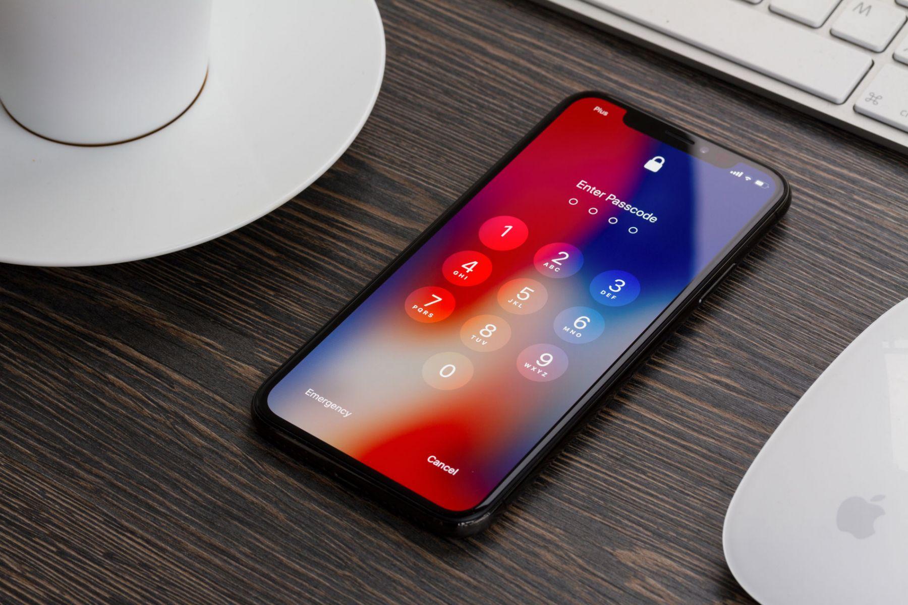iPhoneX出貨量再下修 外資:調降大立光目標價到3200元