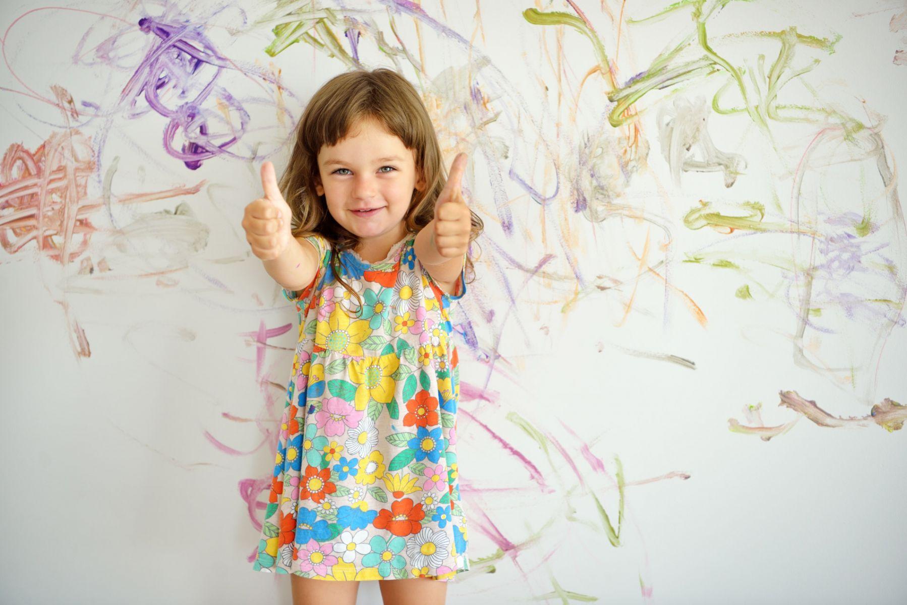 留心孩子的情緒需求,分辨他是想獲得讚美?或關注?