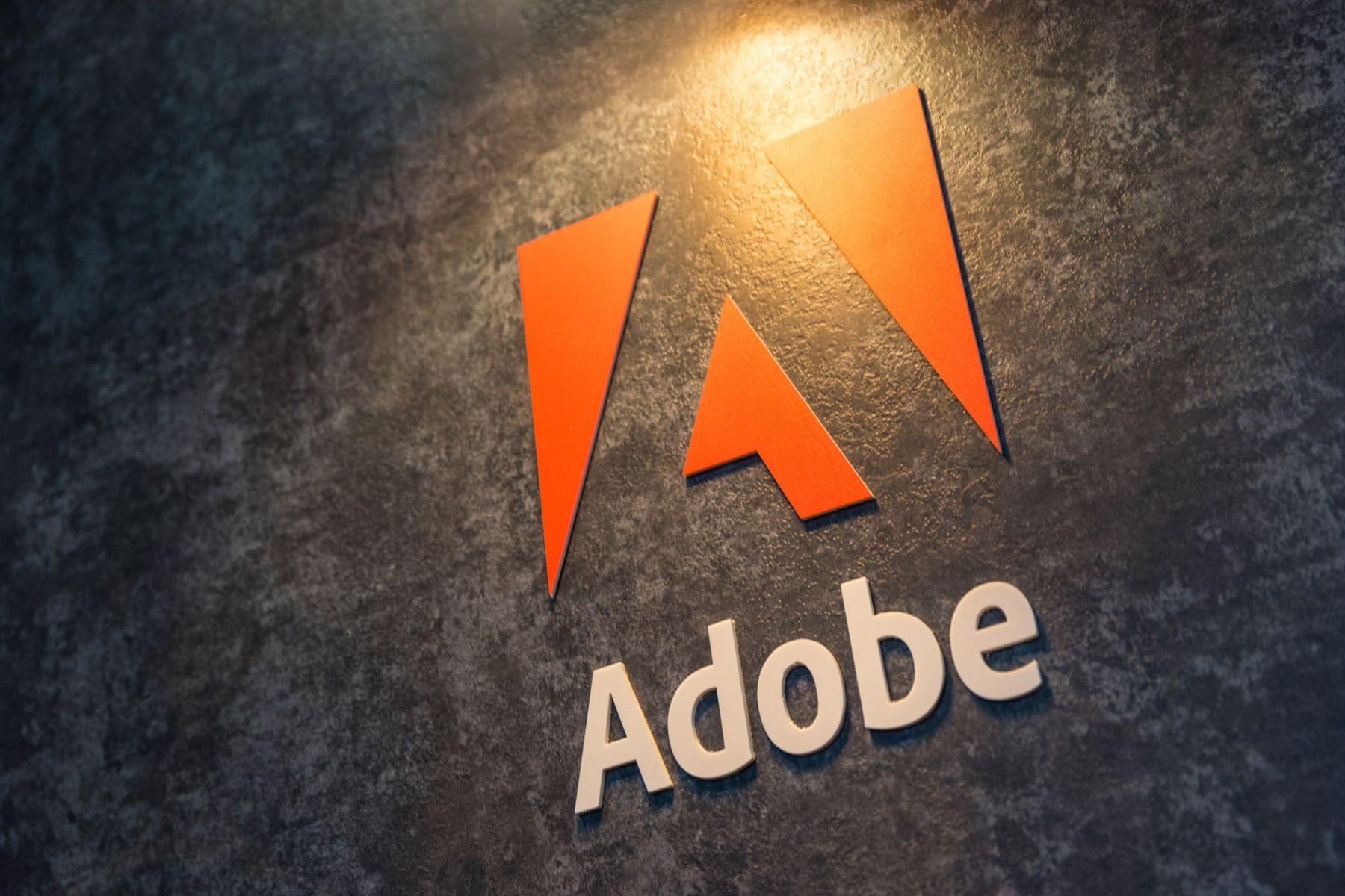 一個決定,損失上百億營收!Adobe CEO 看似錯誤的選擇,反而救了整間公司