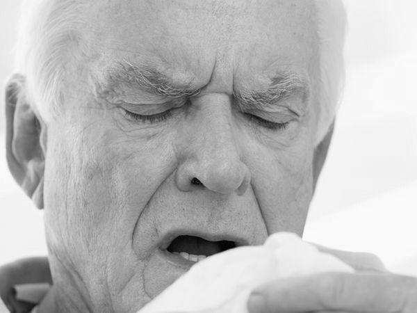 沒打流感疫苗 6旬老菸槍染病致死