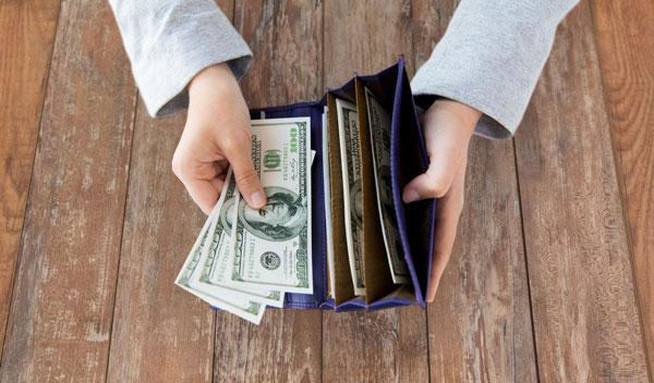 窮人存錢消費,富人賺錢投資!一張圖看出金錢觀大不同