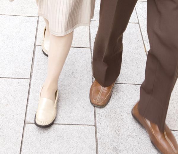 三大錯誤走路方式易跌倒 老年人應重新學走路