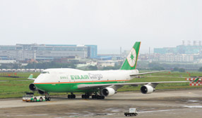航空、貨櫃股價低估 今年起飛有望