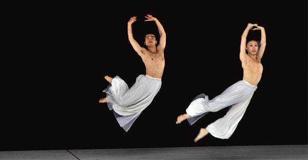 林懷民:雲門舞集人手一書,把文化厚度轉換成舞蹈張力