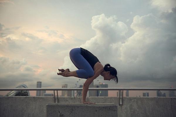 超簡單!9個步驟,完成擴胸、伸展肩頸、改善副乳的瑜伽操