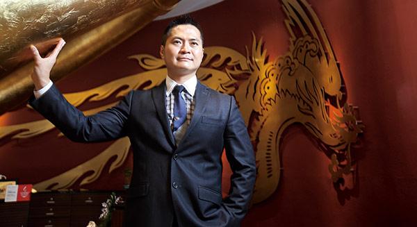 26歲門外漢救老餐廳 年營收七億