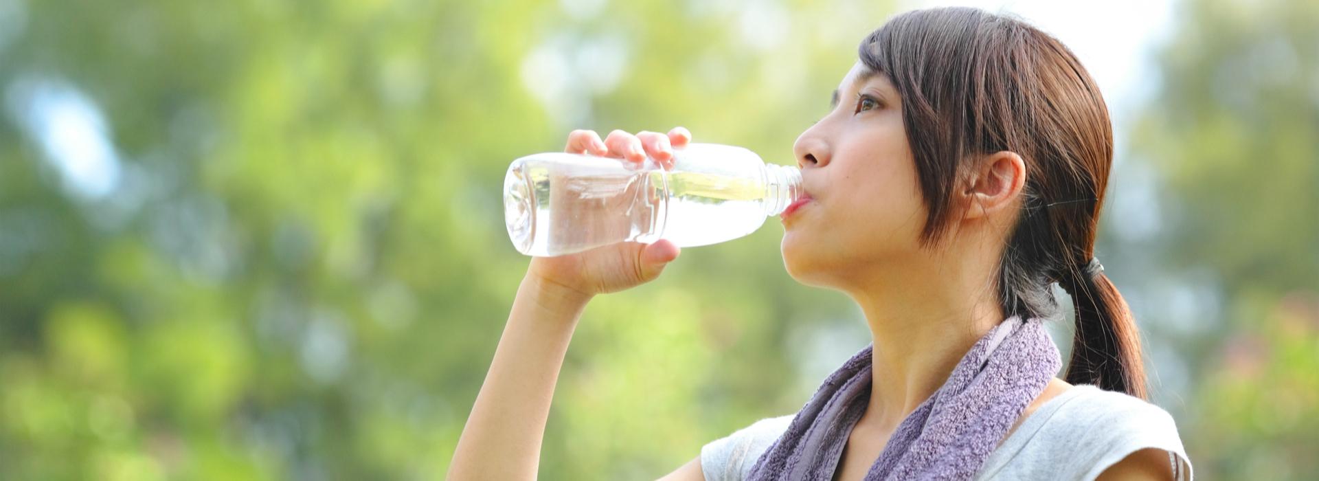 瓶裝水含塑膠微粒?毒物科醫師這樣分析