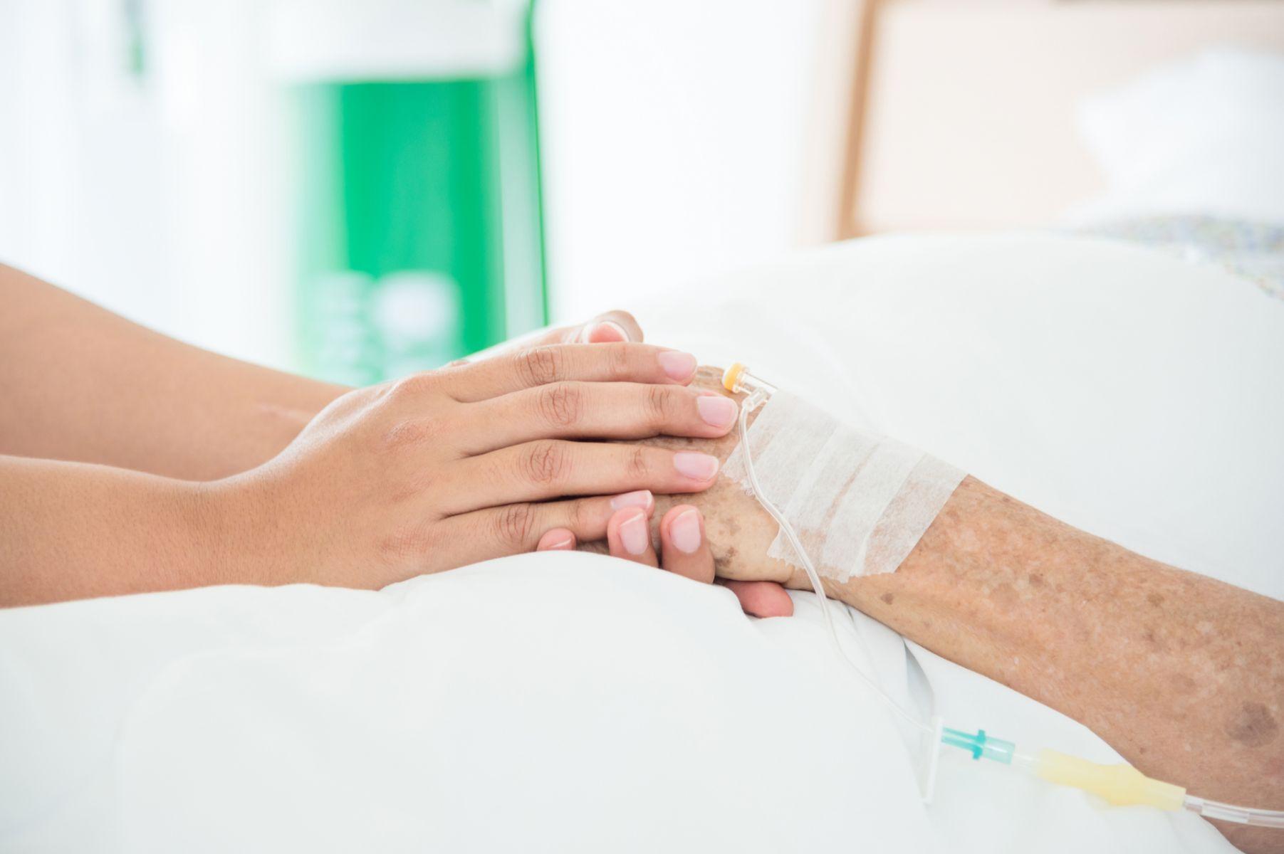 跟著中風父親在各醫院流浪 照顧者的真情告白