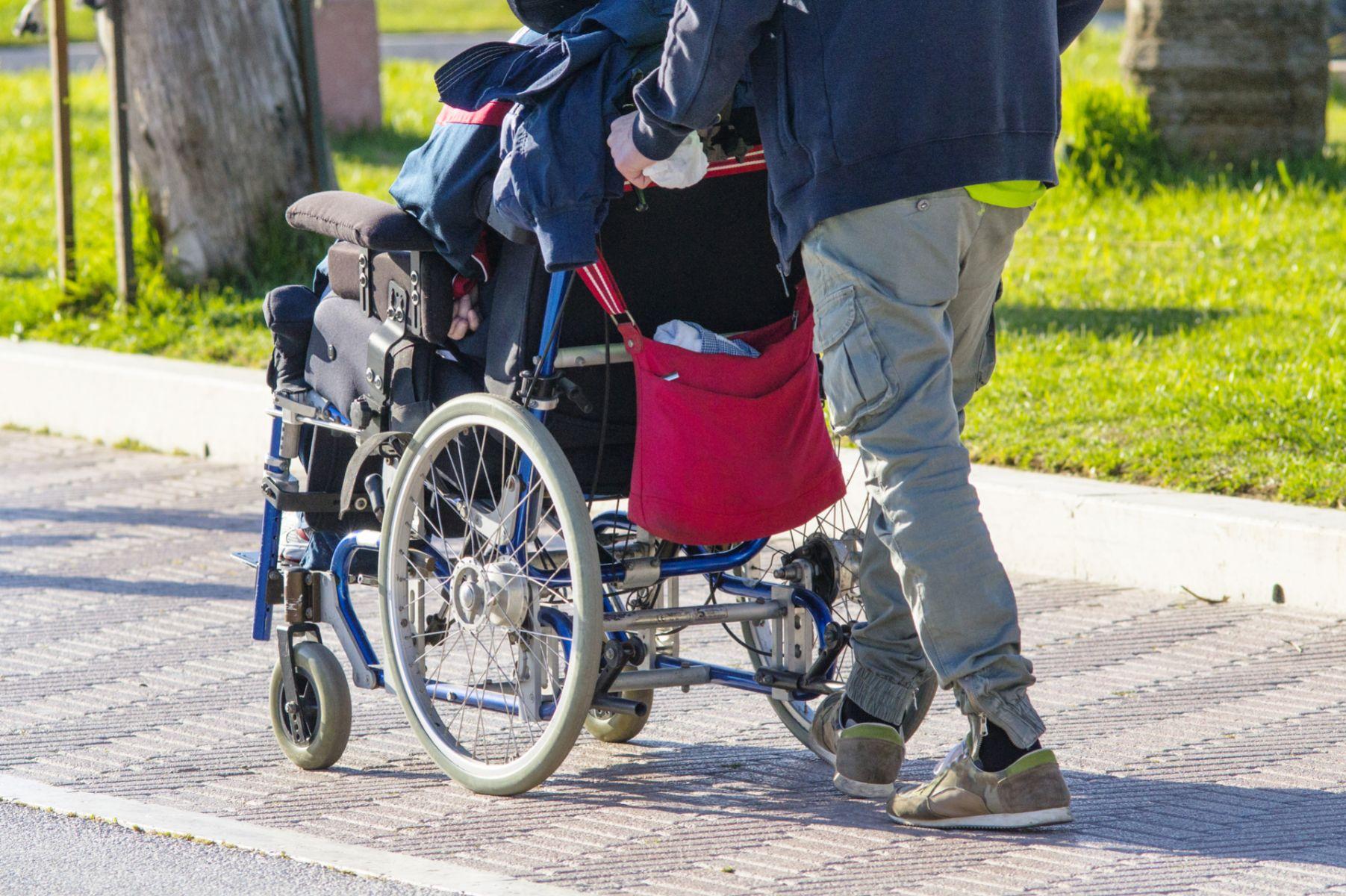 兩頭燒的醫院人生 讓老父親住長照中心的心痛告白