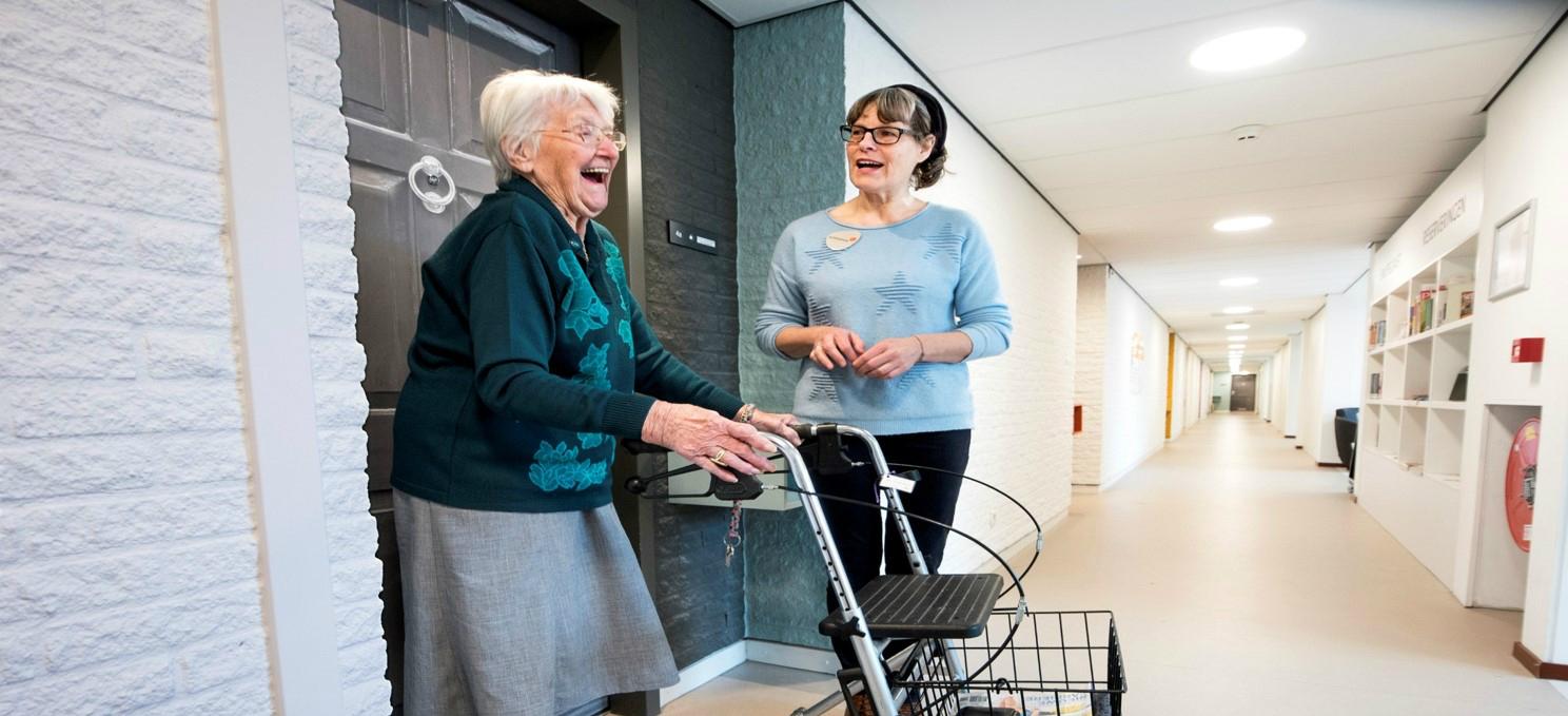 住圖書館也行!翻轉「養老」形象,荷蘭高齡住宅有夠潮