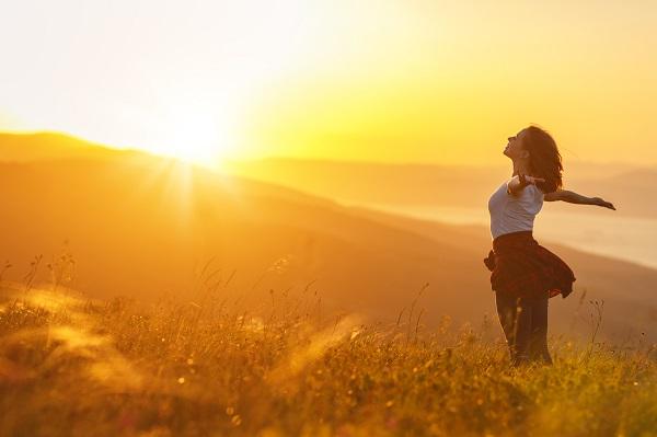 摔東西、情緒失控、活在自己世界?他們用愛包容,見證長照「奇蹟」!