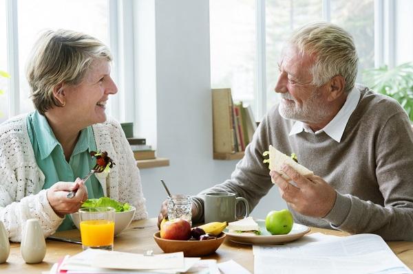 幾點起床、吃早餐都可以!這間奧地利長照機構,把「自由」還給老人