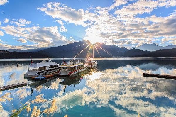 熟齡也要上山下海!清晨泳渡日月潭,看見台灣最美風景