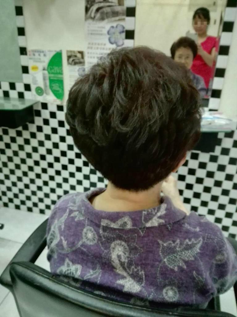 上美容院整理頭髮,也是與外界互動的一種方式。