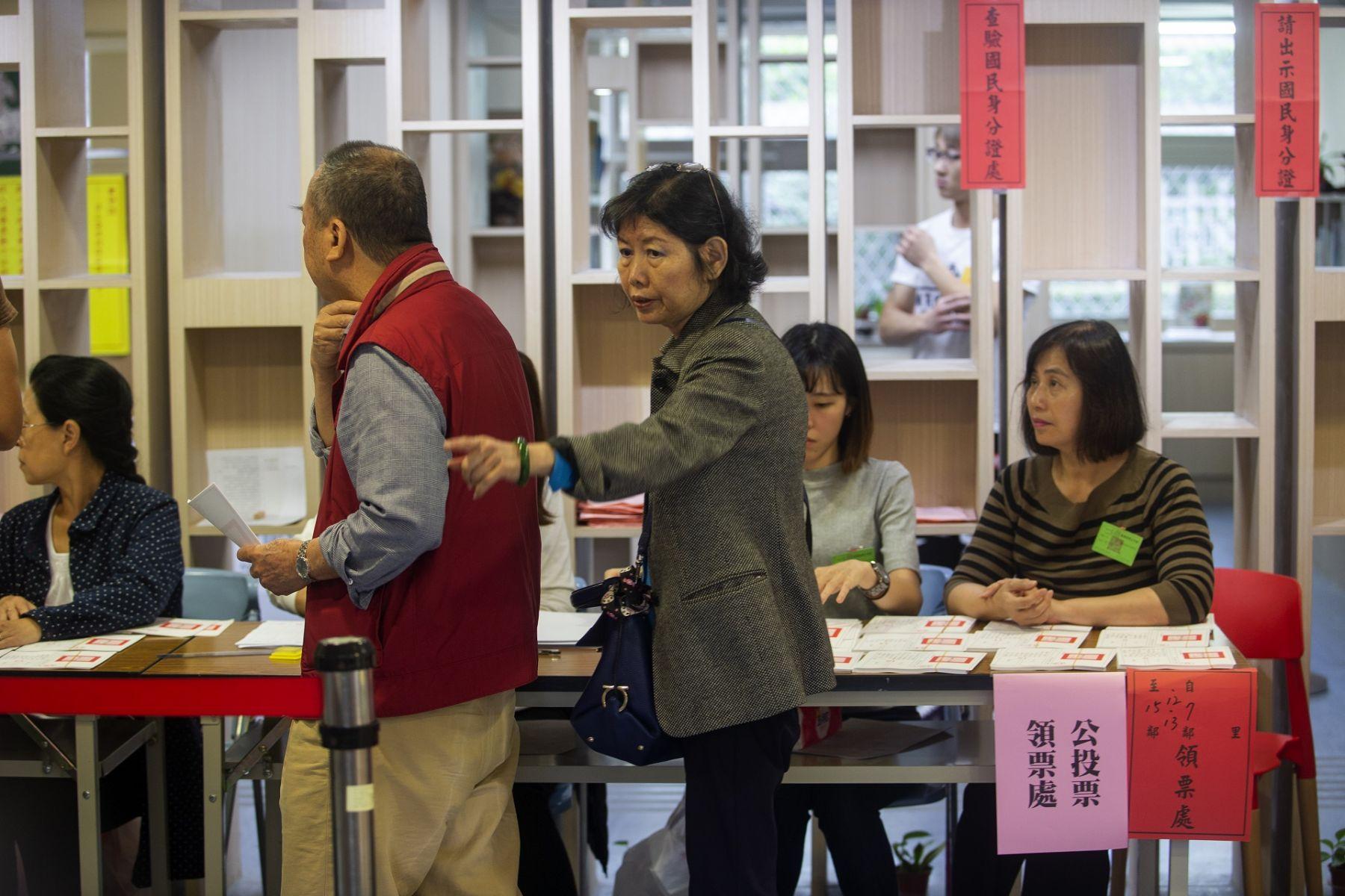 銀髮族憋尿排隊、公投霧煞煞...高齡社會選舉,台灣準備好了?