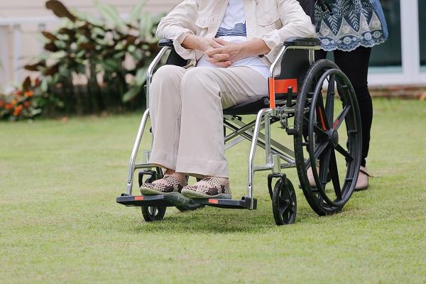 幫肥胖的人挑選輪椅 6大重點看這裡