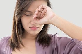 飛蚊症可能是視網膜病變徵兆!醫師教你3招揪警訊