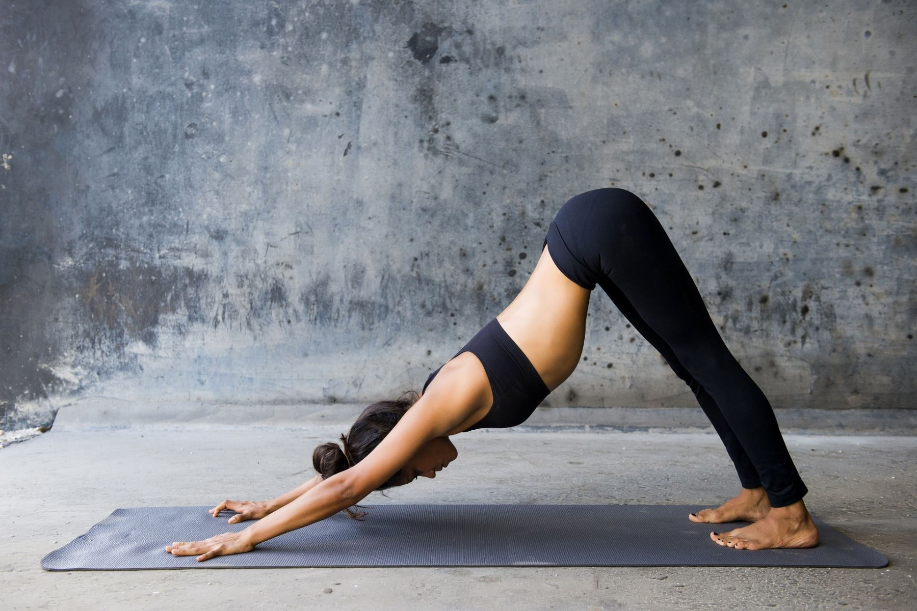 壓力山大、背部疼痛... 靠瑜珈這四步緩解不適!