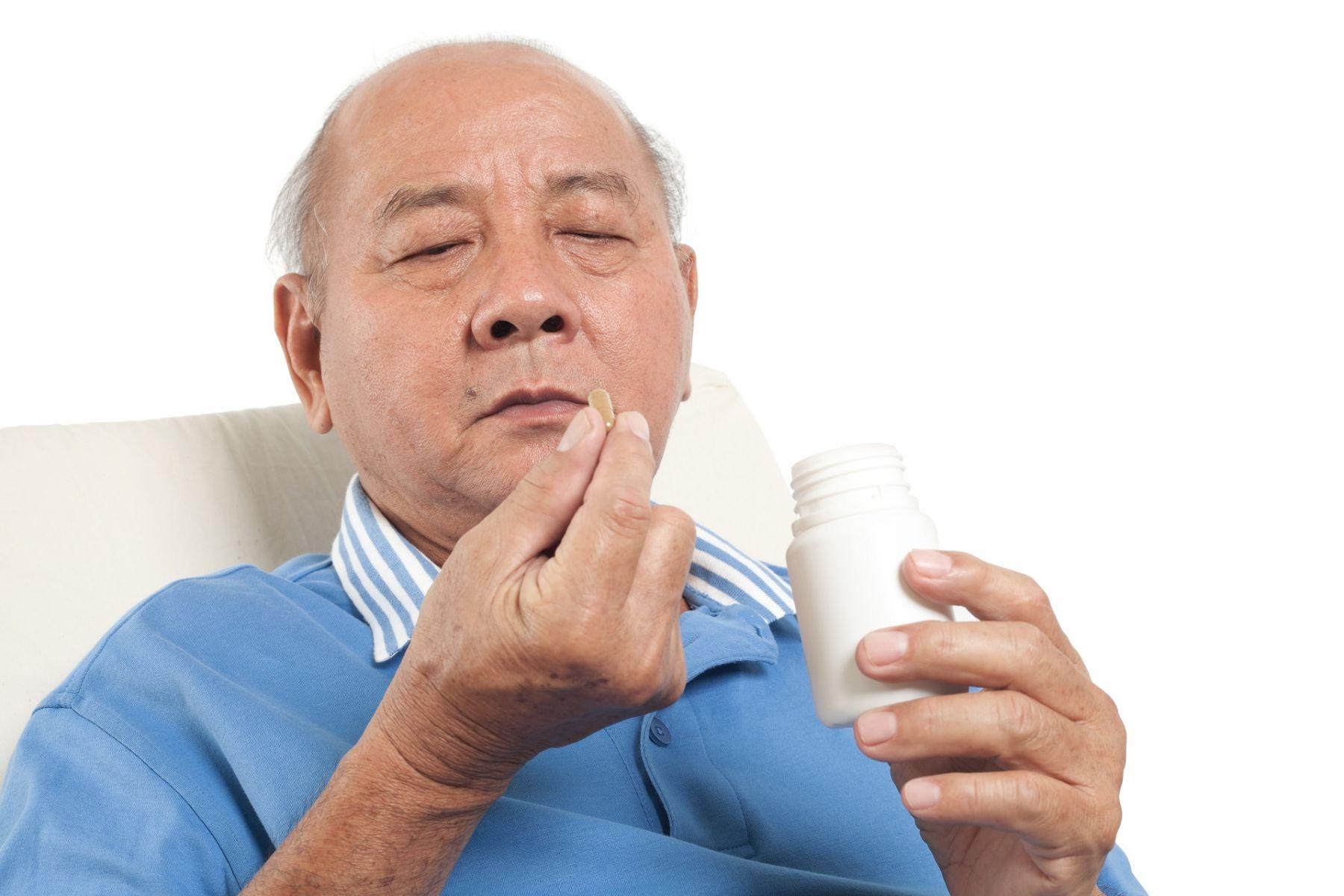 長輩吃了安眠藥還是暈眩、睡不好?可能是用藥不當!