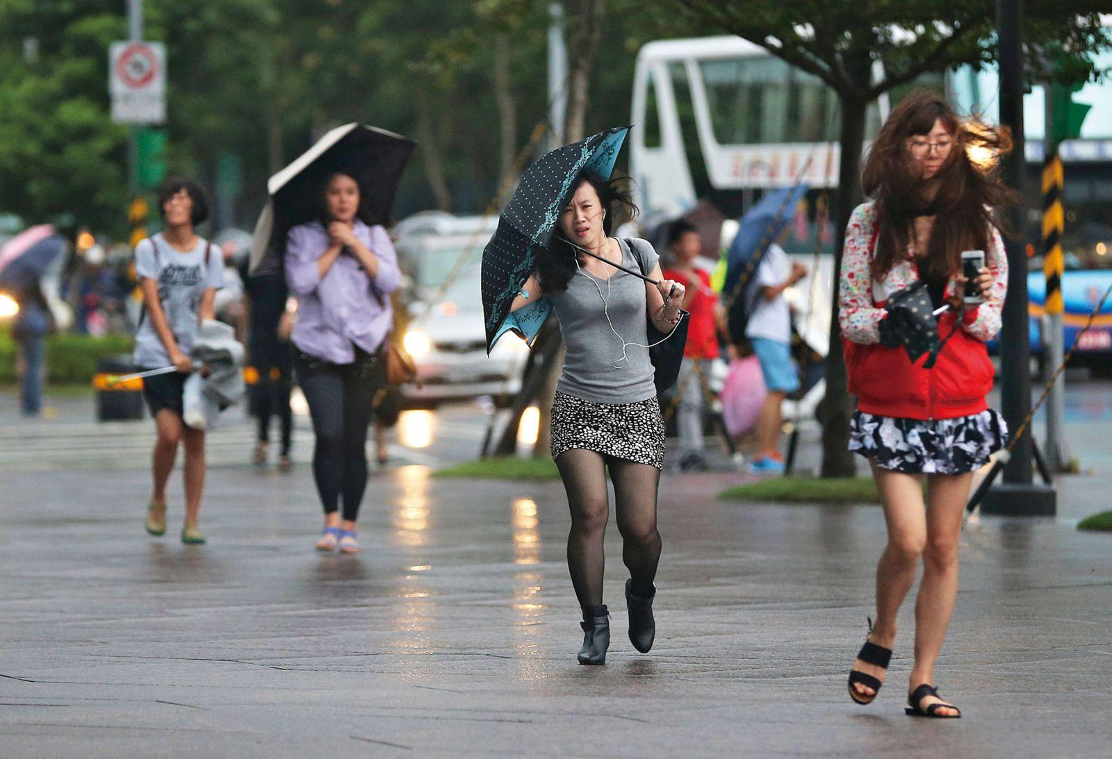 颱風假爭「入法」  不如檢討浮濫放假