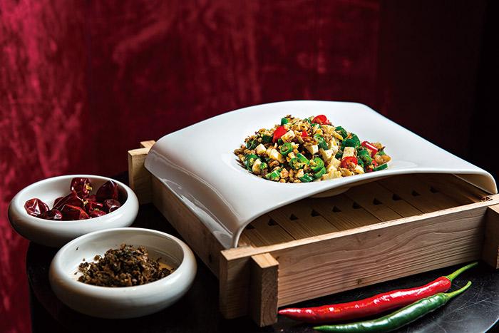 宜賓碎米芽菜使用了四川當地正統芽菜不到100公克價格將近200元。