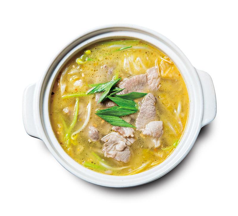 酸湯伊比利豬的泡菜是以道地四川方式醃泡所以酸度溫潤開胃