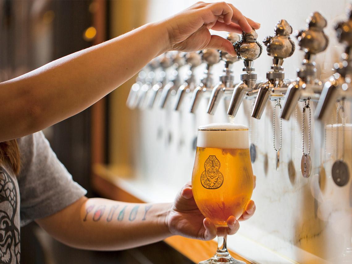 啜飲室大安店內的啤酒Taps因酒款不同氣壓瓶壓力也不同採用威士忌杯