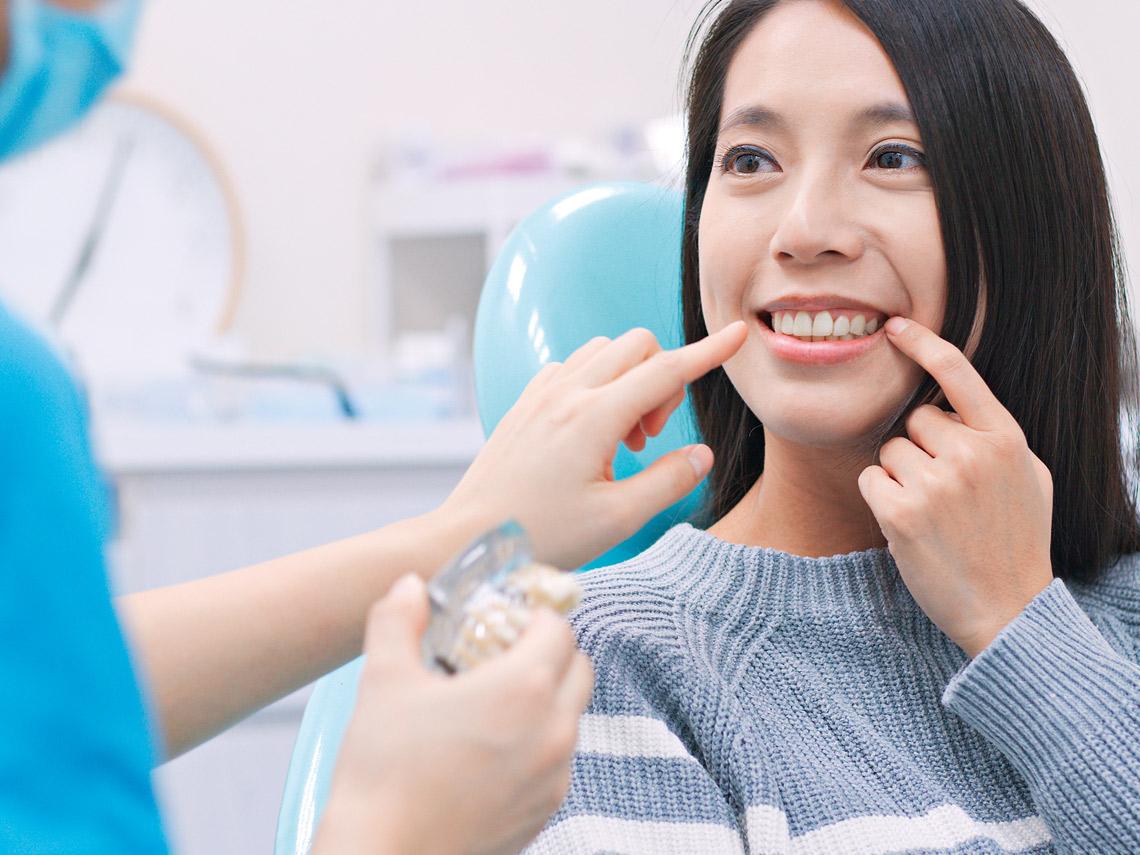 牙菌斑是一層黏黏的薄膜沾附於牙齦及牙齒之上