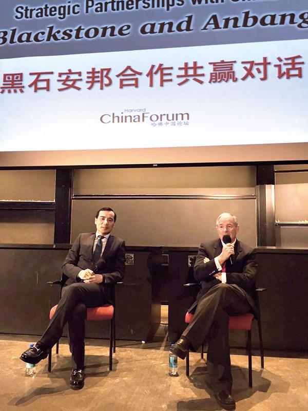 吳小暉與黑石集團董事長施瓦茨曼在哈佛大學碰面