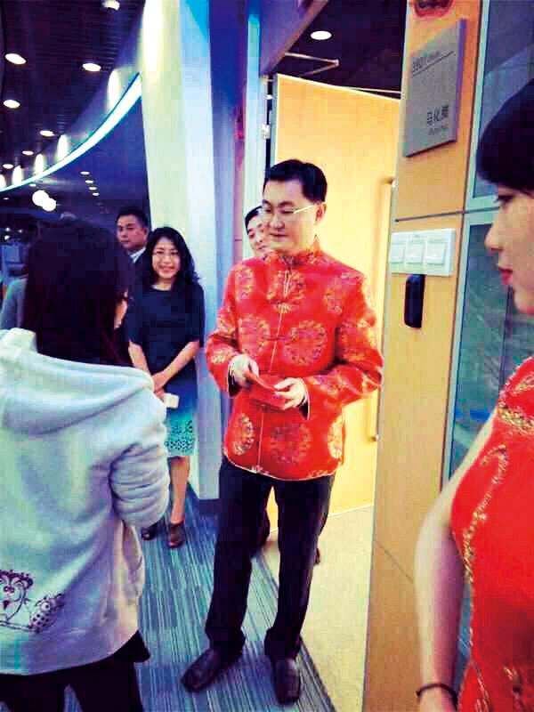馬化騰在春節開工第一天親自發紅包給所有員工高調慶祝「微信紅包」行銷戰的大勝利