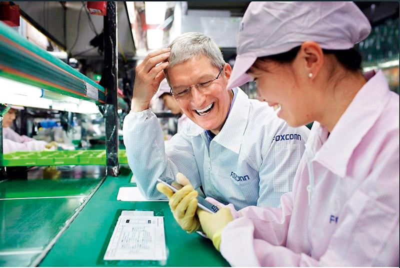 庫克嚴格管理供應鏈,不只每年派人檢視狀況,他更親自到中國鄭州富士康工廠視察iPhone 6生產情況。