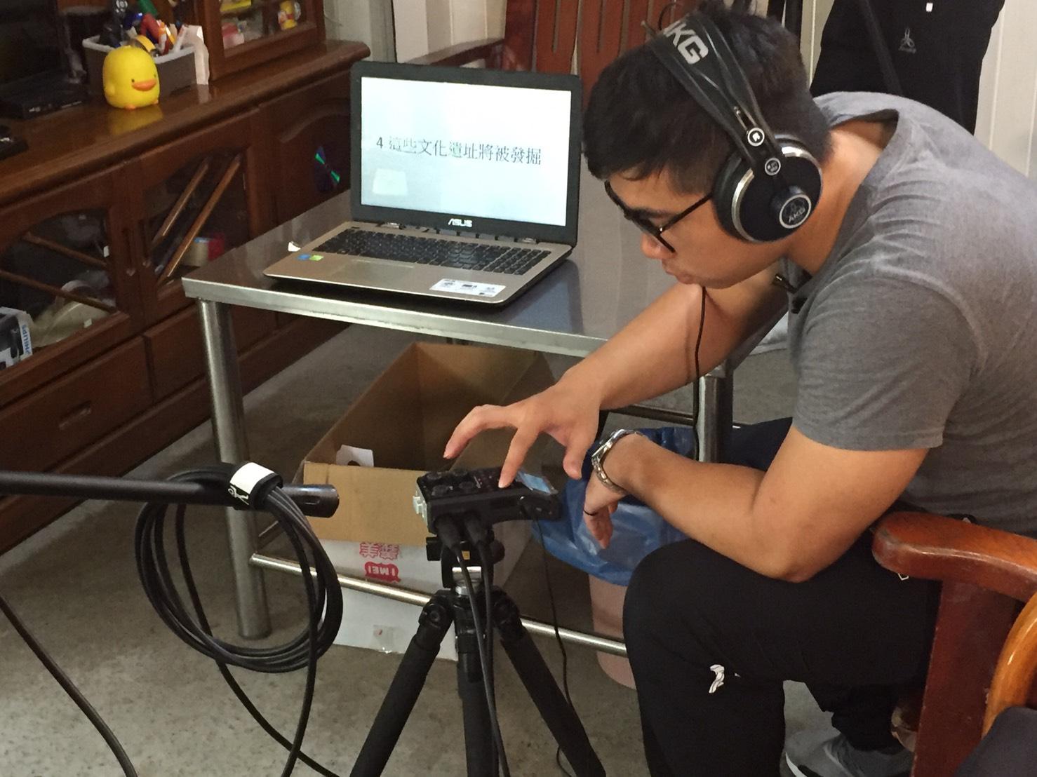研究團隊前往漸凍症病友家中錄製語音