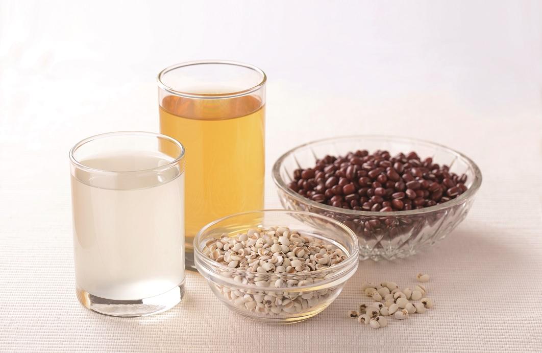 紅豆、薏仁水和玉米鬚茶,能排體濕嗎?消水腫、去濕這樣喝!