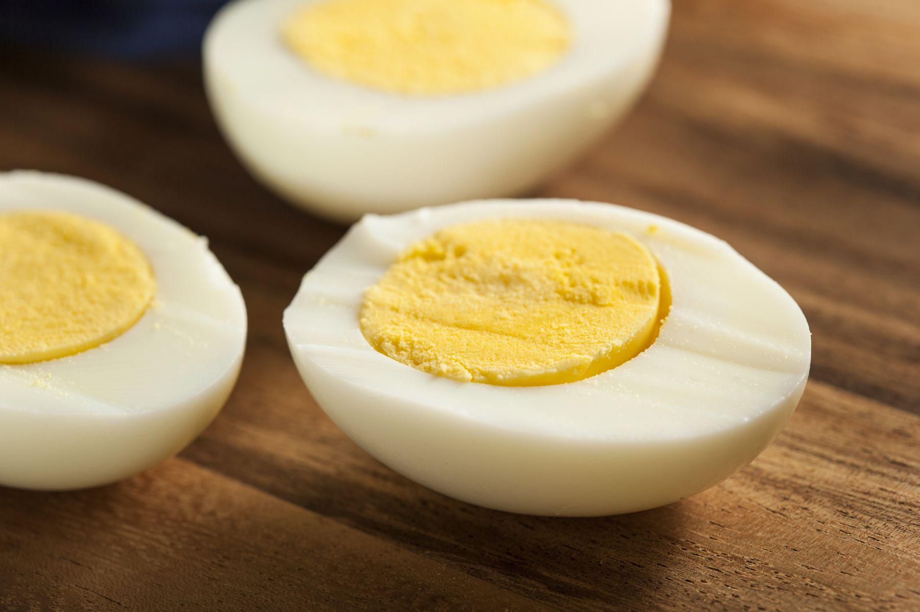 怕膽固醇過高,只吃蛋白不吃蛋黃?營養師解密這樣吃才正確