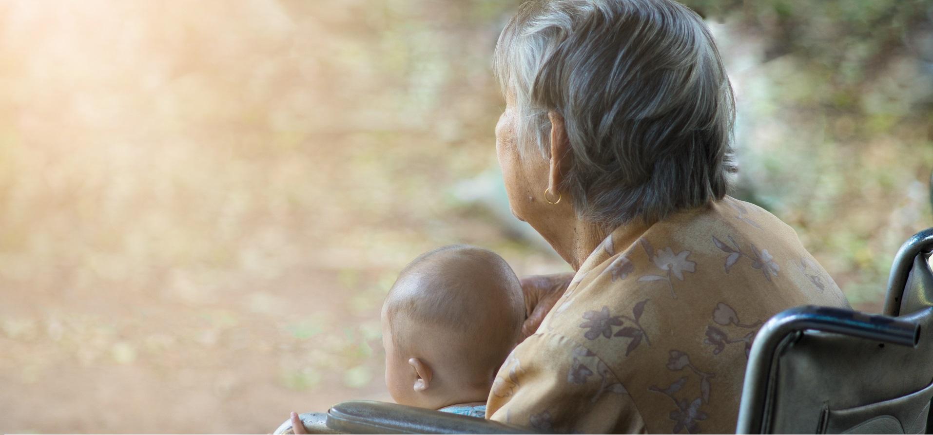 安寧醫師的觀察:從沒想過,三歲孩子能與失智老人成為好友