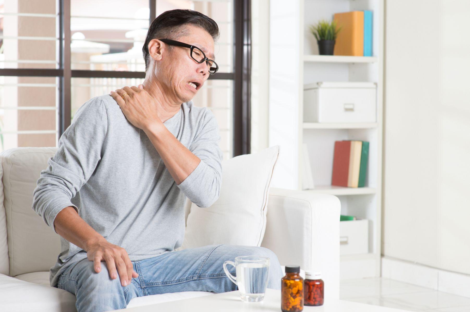 怎麼按摩都沒效?當心肩頸緊繃是焦慮症惹的禍