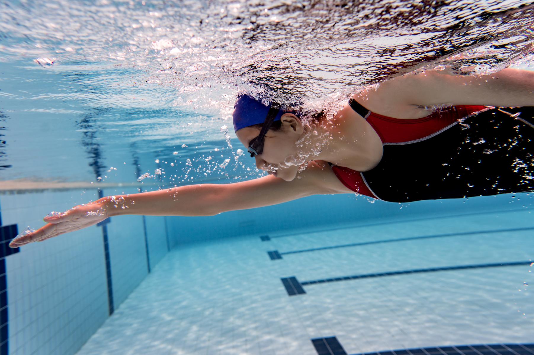 季節養生學》冬季游泳當心傷腎